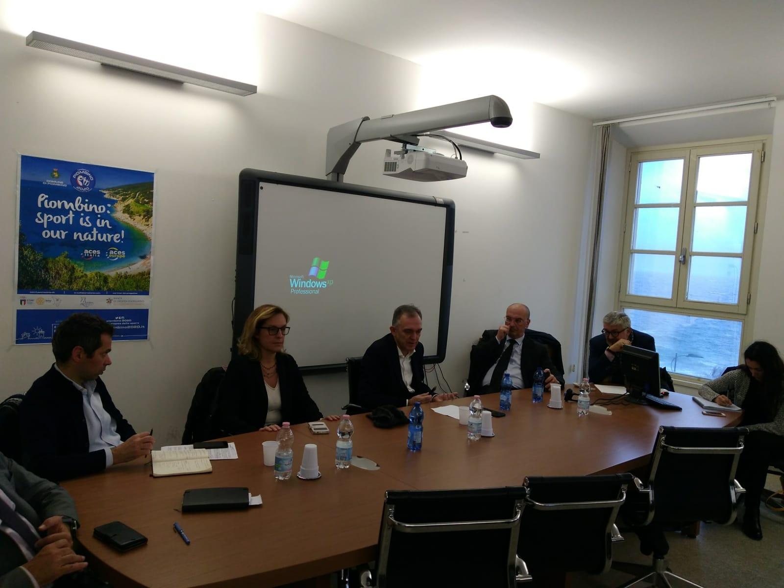 Un momento della conferenza stampa di oggi a Piombino