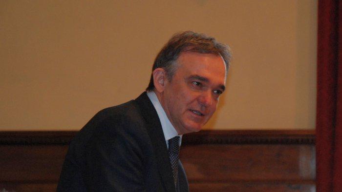 Rossi nell'aula consiliare del Comune di Arezzo
