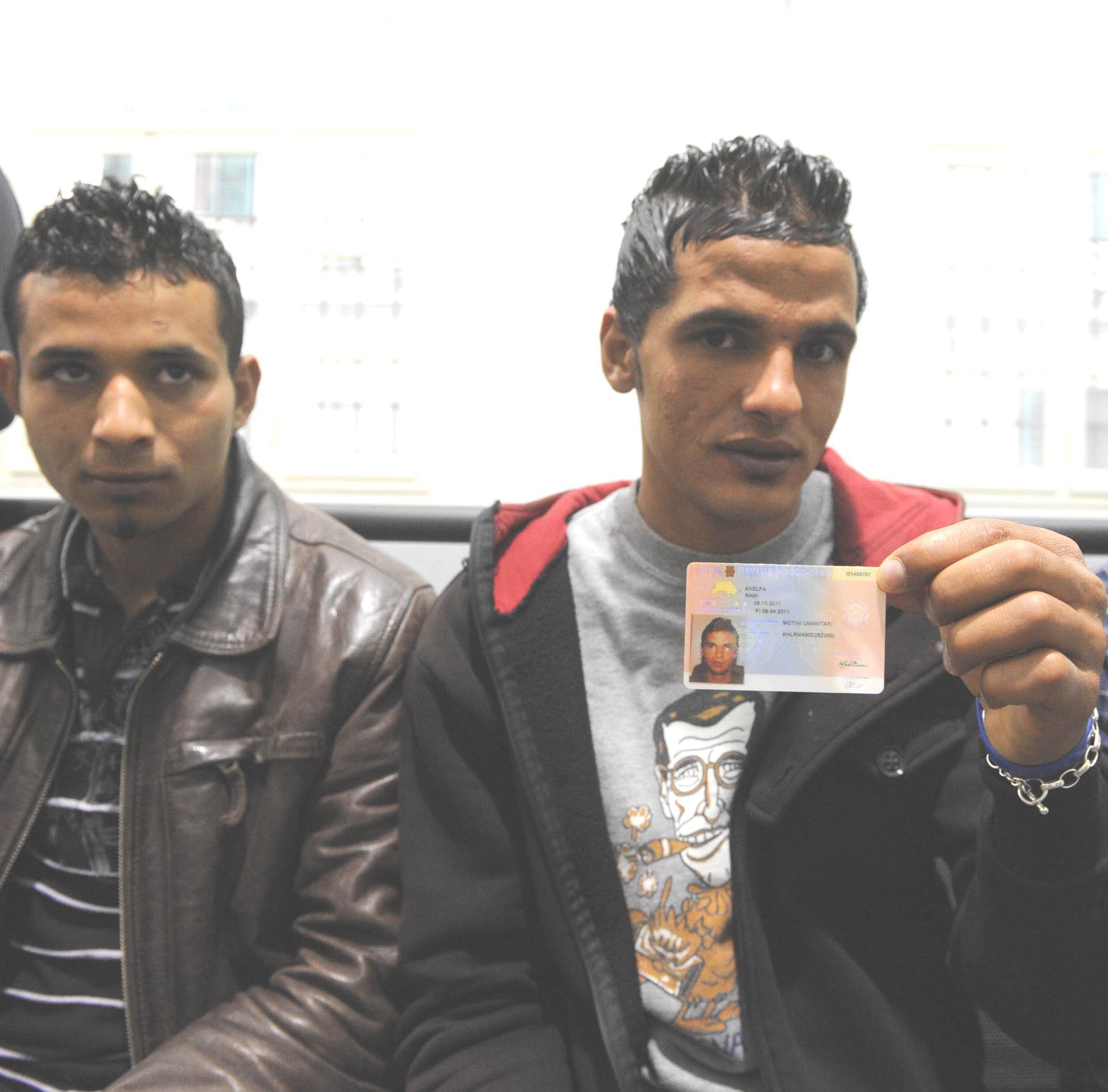 Migranti tunisini, consegnati i primi permessi di soggiorno ...