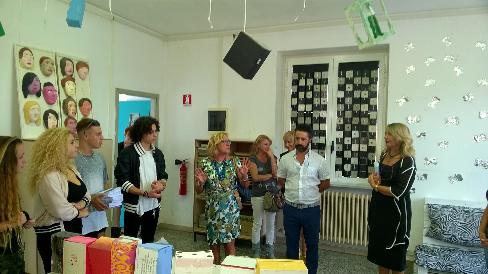 Tende Per Ufficio Livorno : A livorno primo giorno di scuola con lassessora grieco dettaglio