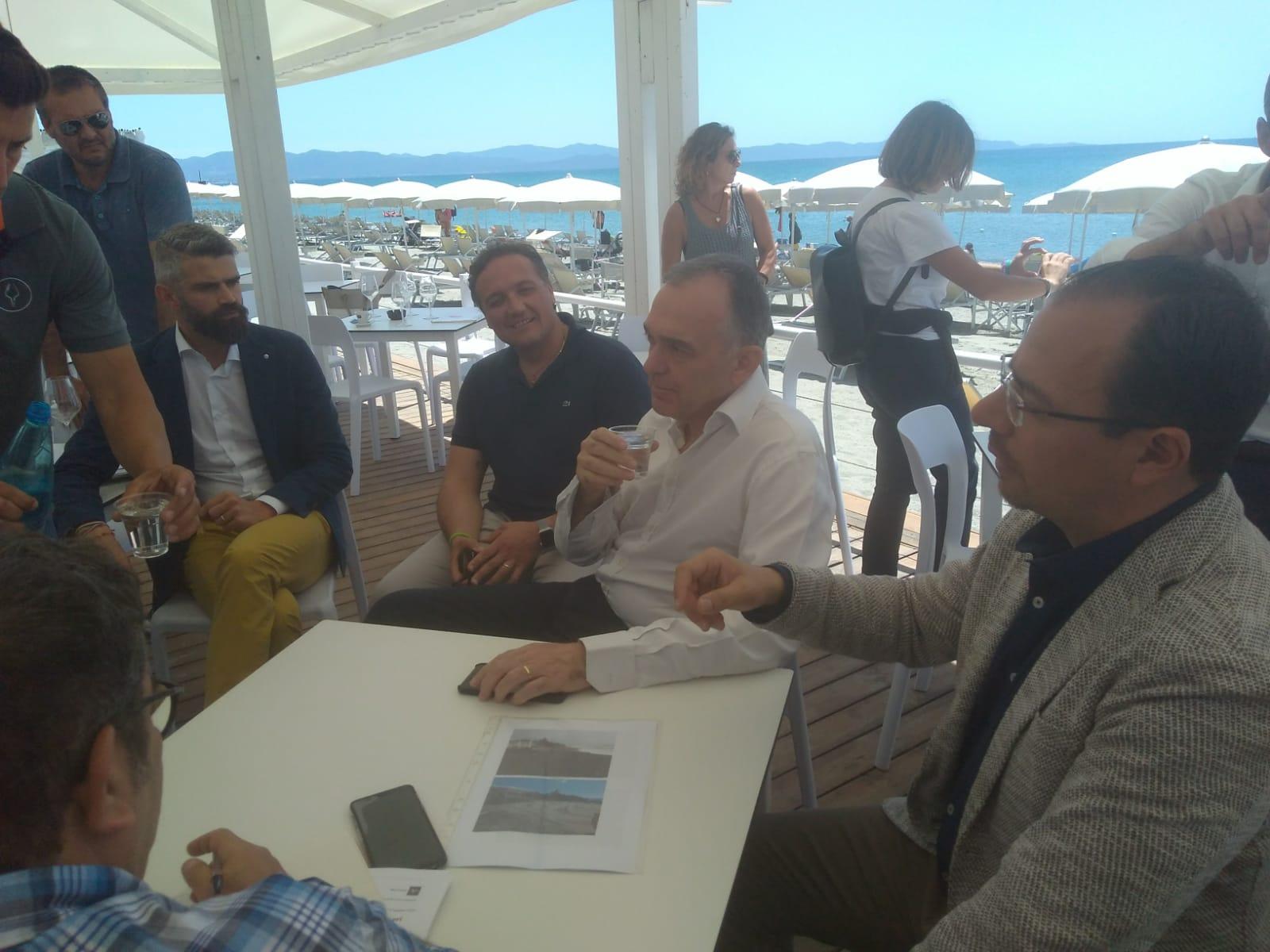 Un momento del sopralluogo del presidente Rossi in località Perelli (Piombino)