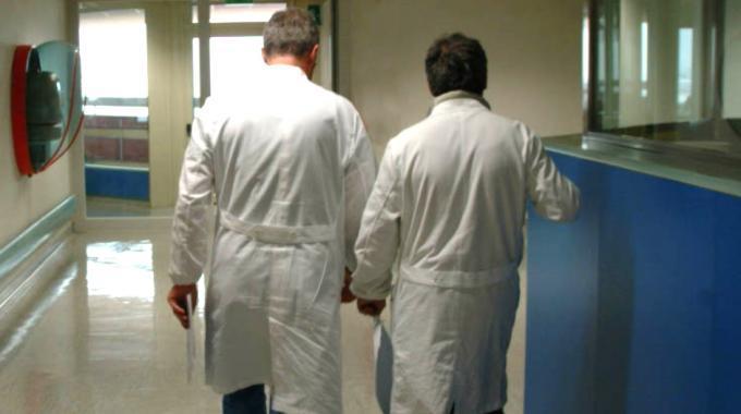 Coronavirus, monitorare i pazienti clinicamente guariti. Le linee guida della Toscana