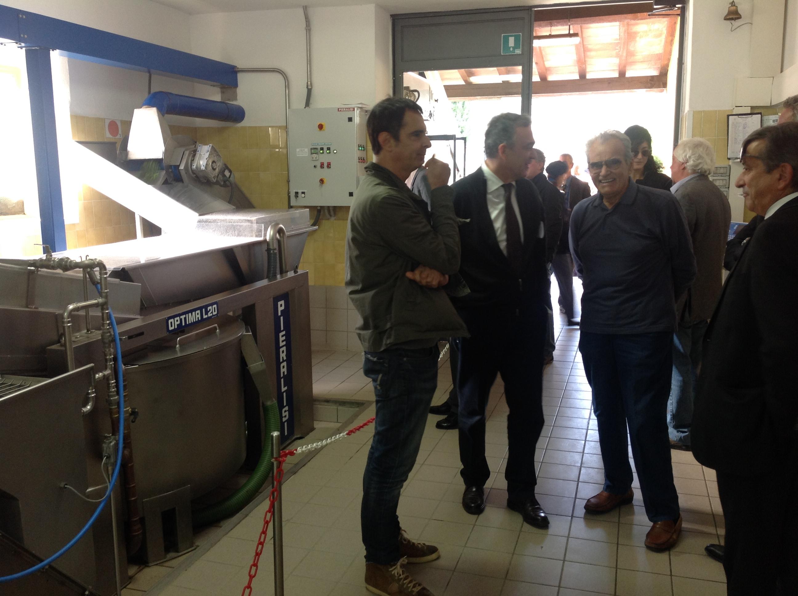 Rossi visita l'Oleificio Franci a Montenero d'Orcia
