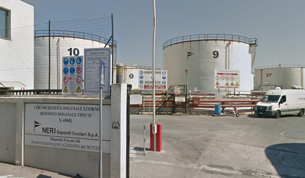 L'ingresso del deposito dove è avvenuta l'esplosione