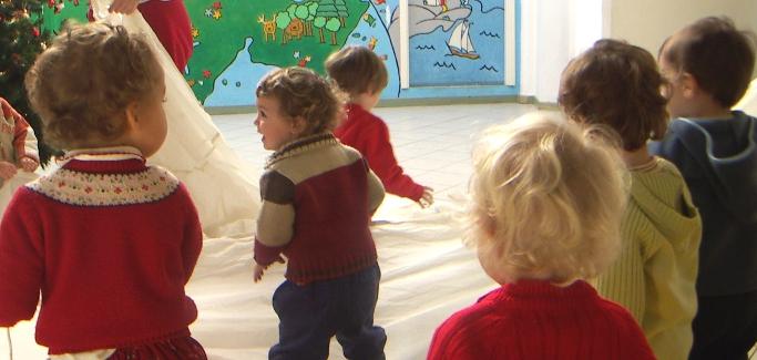 I bambini ai tempi del Covid: 8.000 i positivi, molto più estesi i disagi sociali